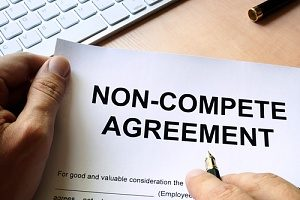 an employee non compete agreement being signed by a new employee of a company to protect the employer